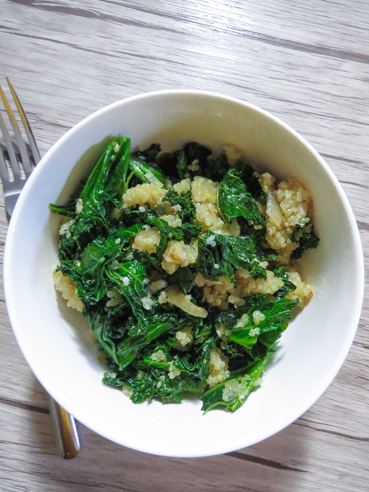 Warm Garlicky Kale & Quinoa Salad - Sautéed in garlic and onions, this kale and quinoa salad is perfect of a light lunch or as a side dish!