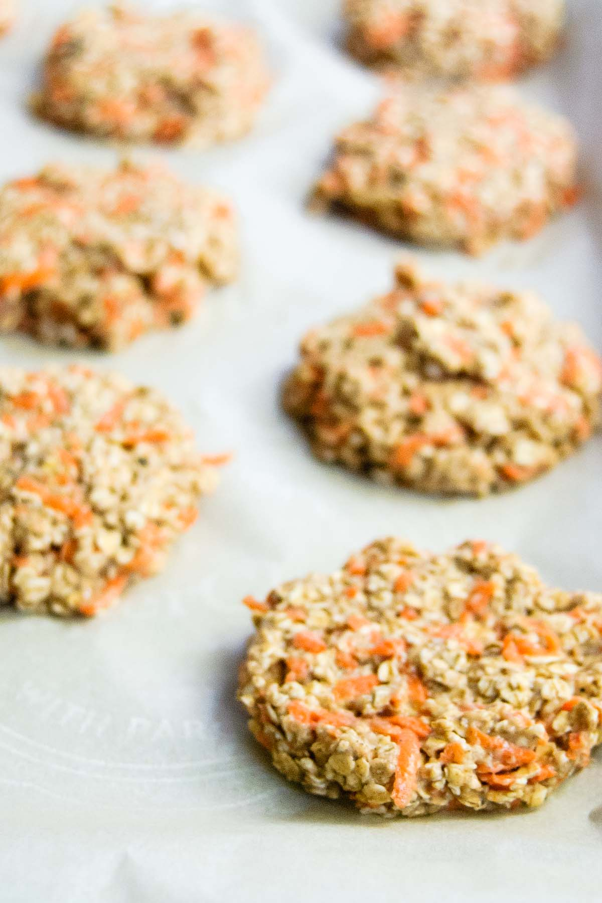 No more excuses, eating breakfast is uber important! Make these Healthy Oatmeal Carrot Breakfast Cookies and you'll have breakfast ready and a good morning energy boost every day of the week!
