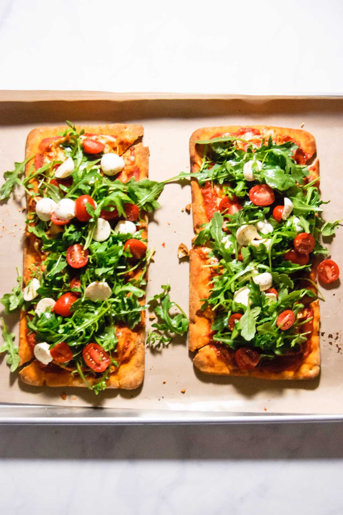 caprese arugula flatbread pizza – the beader chef