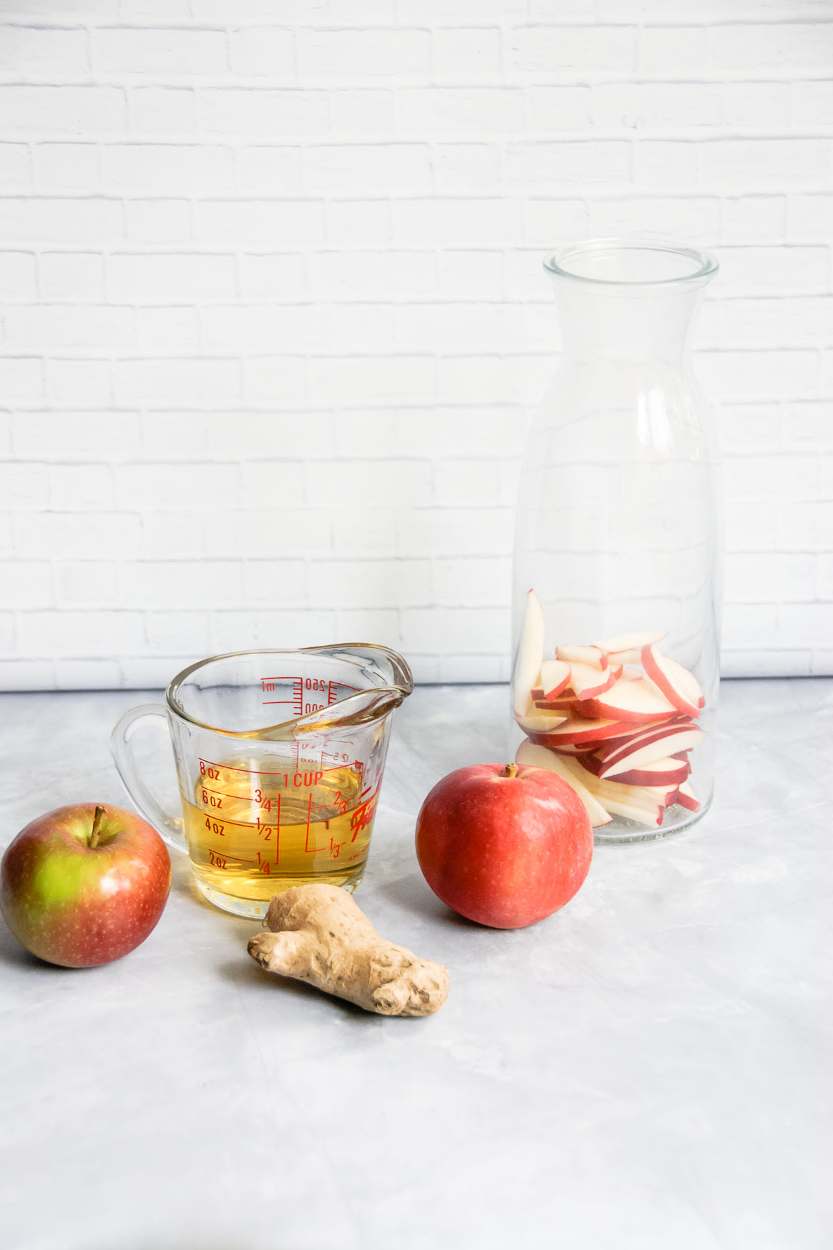 As the days get colder and the days get shorter, snuggle up in something cozy and warm your insides with this Spiced Apple Cider. Flavored with cinnamon, ginger, cloves, nutmeg and orange, it's perfect to sip now and all the way to the spring! - thebeaderchef.com #applecider #spicedcider #cider #falldrink #fall #autumn #thanksgivingdrink #thanksgiving