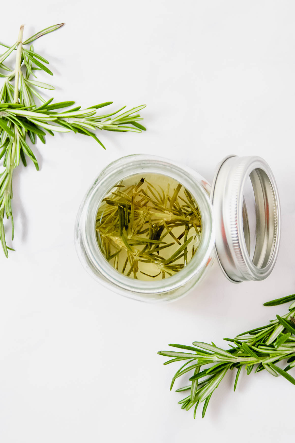 Rosemary infused simple syrup is an essential bar ingredient that turns a simple cocktail into something different and special! Perfect for holiday cocktails! - thebeaderchef.com #rosemary #cocktails #bar #simplesyrup #infused #christmas #holidays #mocktails