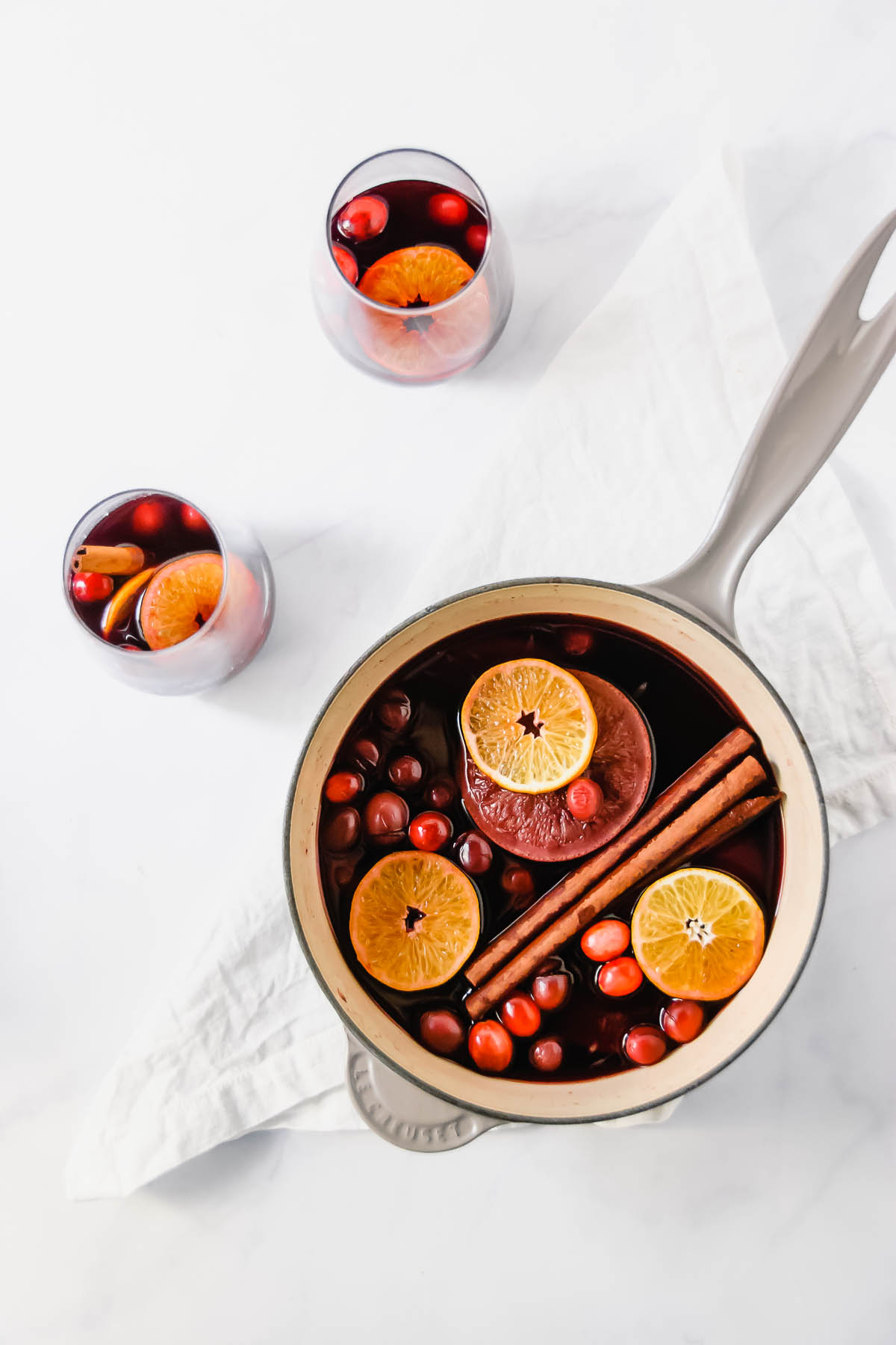 Winter has set in and it's cold outside!!! Why not get all comfy and cozy up by the fire with this fragrant mulled wine! Perfect for the holiday season and all winter! By the way, it makes your home smell delicious! - thebeaderchef.com #mulledwine #cocktails #mocktails #cinnamon #nutmeg #cloves #wine #holidays #festive #chirstmas